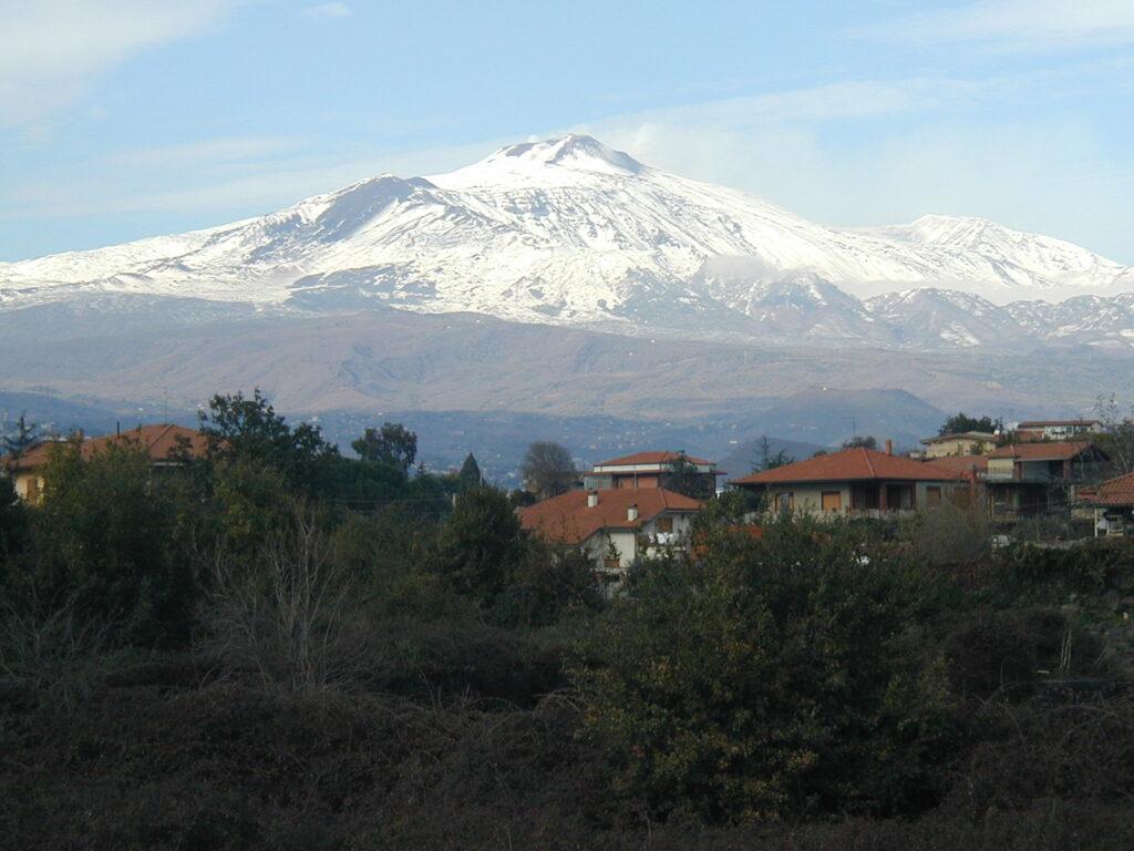 Monte_Etna_San_Gregorio_di_Catania_2001.jpg